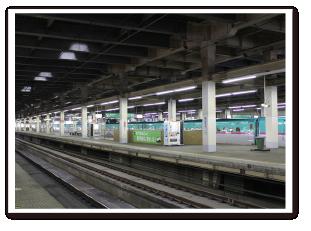 大宮駅ホーム柱塗装